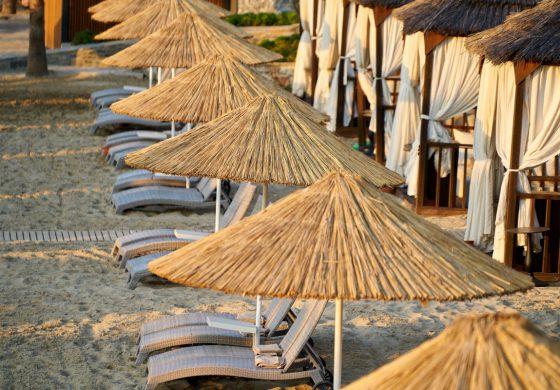 Министър Ангелкова: На 17 плажа чадърите и шезлонгите ще са безплатни