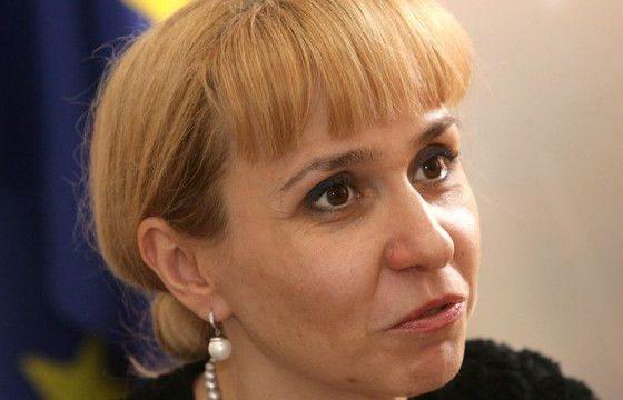 """Ковачева със скандални примери за """"вечните длъжници"""": В някои случаи ЧСИ и колектори едновременно искат пари"""