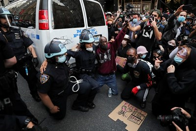 11 убити в бунта в САЩ, военни блокират Чикаго
