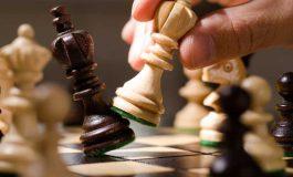 Нов абсурд! Който играе с белите фигури шах е расист