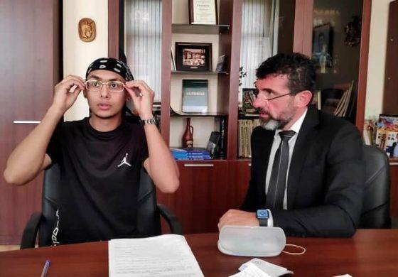 ЗА ПРИМЕР! Свилен Шитов връчи диоптрични очила на 19 годишният Балговест Димитров