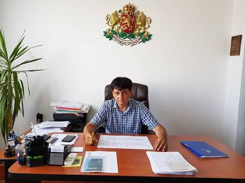 Георги Георгиев, кмет на Дългопол: Строежът на футболното игрище с изкуствено покритие и ремонтът на прилежащата съблекалня вървят с пълна пара