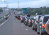 """Километрична опашка от автомобили на ГКПП """"Кулата"""" и днес"""