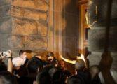 МВР: Провокатори са хвърлили две бомби сред множеството при снощните сблъсъщи в София