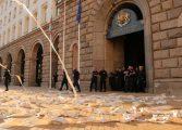 Премиерът наредил на полицията да не закача протестиращи