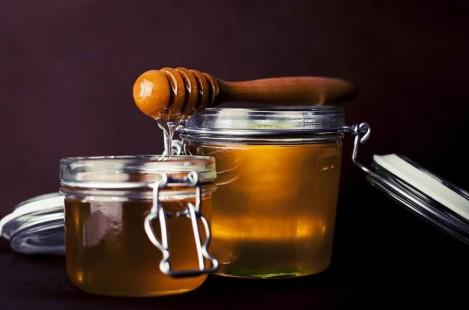 Учени: Медът е по-ефикасен от антибиотиците при настинки и болки в гърлото