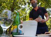 Заведенията искат служителите на открито да работят без маски