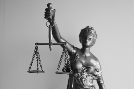 Предложение: Непълнолетните участници в наказателния процес с повече права