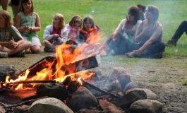 Деца изграждат палатков лагер край с. Николаевка