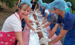 Деца от с. Изгрев приготвиха 4-метров сладък салам
