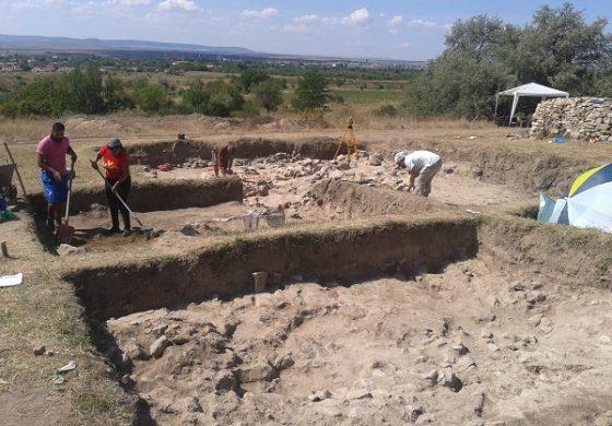 Култови фигурки и части от праисторическа керамика откриха археолози край община Суворово