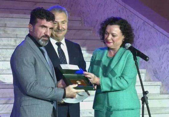 """Свилен Шитов бе награден за създаването на специализирани професионални паралелки в СУ """"Васил Левски"""" съвместно с бизнеса"""