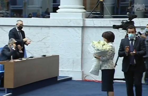 Очаквано! Караянчева оцеля след епична битка в парламента
