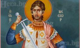 Църквата почита св.Нестор. В народния календар е Мишкин ден