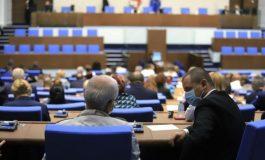 Депутатите изслушват трима министри