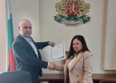 Кметът на община Ветрино д-р Димитър Димитров прие дарение книги за читалището в село Невша
