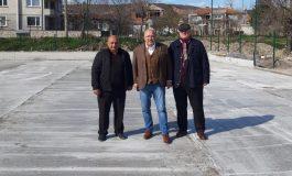 Министър Кралев инспектира игрището за мини футбол и баскетбол в Игнатиево