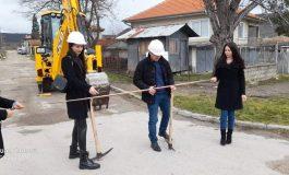 Възстановяват пътните настилки в Суворово