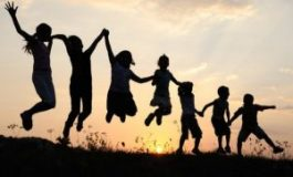 """Наградиха Община Девня с Отличителен знак """"Аз гарантирам щастливо детство"""""""