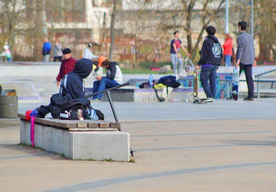 Ремонтират наново фуги и пукнатини в района на Скейт парка в Добрич