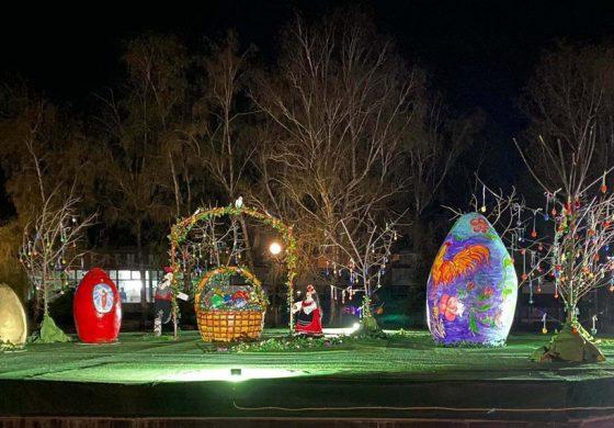 Великденска украса радва малки и големи в Тервел. Чака любителите на снимки