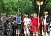 Въпреки дъжда в Девня се насладиха на демонстрации и гладиаторски борби (снимки)