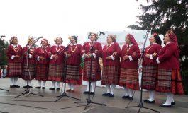 """Талантът и обичта към фолклора си дадоха среща на събора """"Песни и танци от слънчева Добруджа"""" (снимки)"""