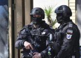 Задържаха 8 души при спецакция в Аксаково