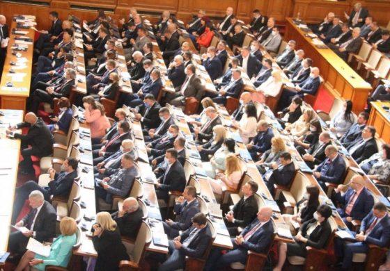 Първи редовен работен ден за 46-ото Народно събрание. Продължава изчегъртването
