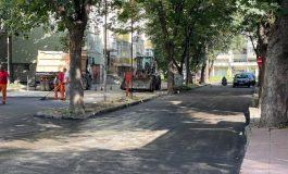 Улиците в Добрич в кратери, кметът асфалтира пред фирмения офис на майка си