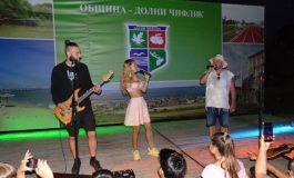 Дичо и Лора Караджова пяха хитове в Шкорпиловци в седмицата на морето
