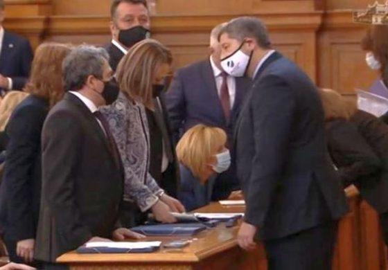 Парламентът закри символично специализирания съд и прокуратура. Законът не влиза в сила