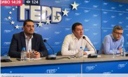 Даниел Митов: Петков и Василев късат живо месо от партии!