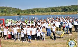 Доброволци почистиха Белославското езеро