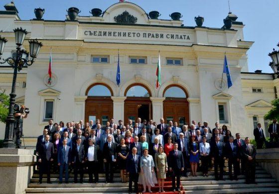 Последното заседание на парламента: опит за решения преди поредните избори