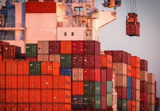 """""""Половин кралство за шофьор"""" - в британско пристанище се образува задръстване от контейнери"""